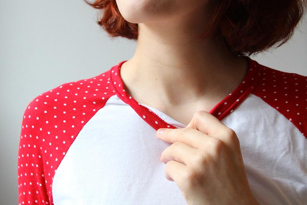 Bias bound neckline with twin-needle-topstitching