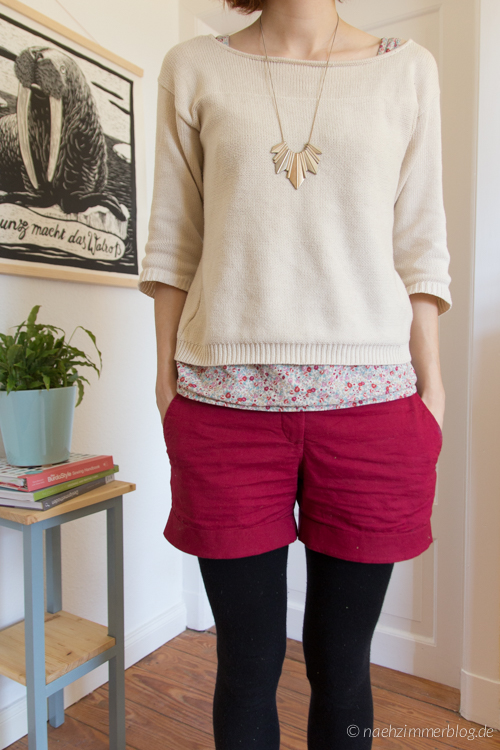 Red Burda Easy Shorts and Floral Top | naehzimmerblog.de