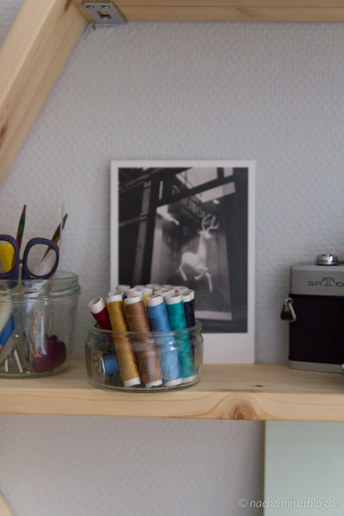 Detail of my DIY Honeycomb Shelves | naehzimmerblog.de